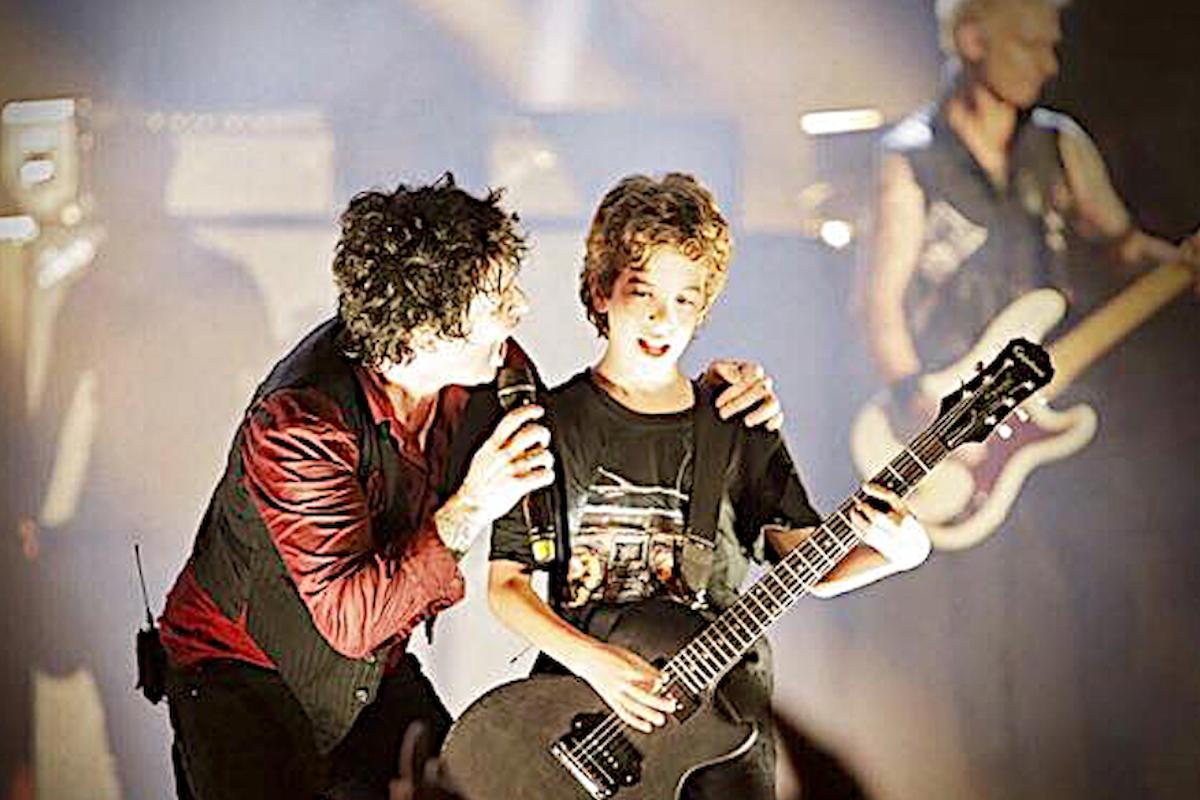 Luca12 anni si esibisce sul palco del SUMMER FESTIVAL di LUCCA insieme ai GREEN DAY