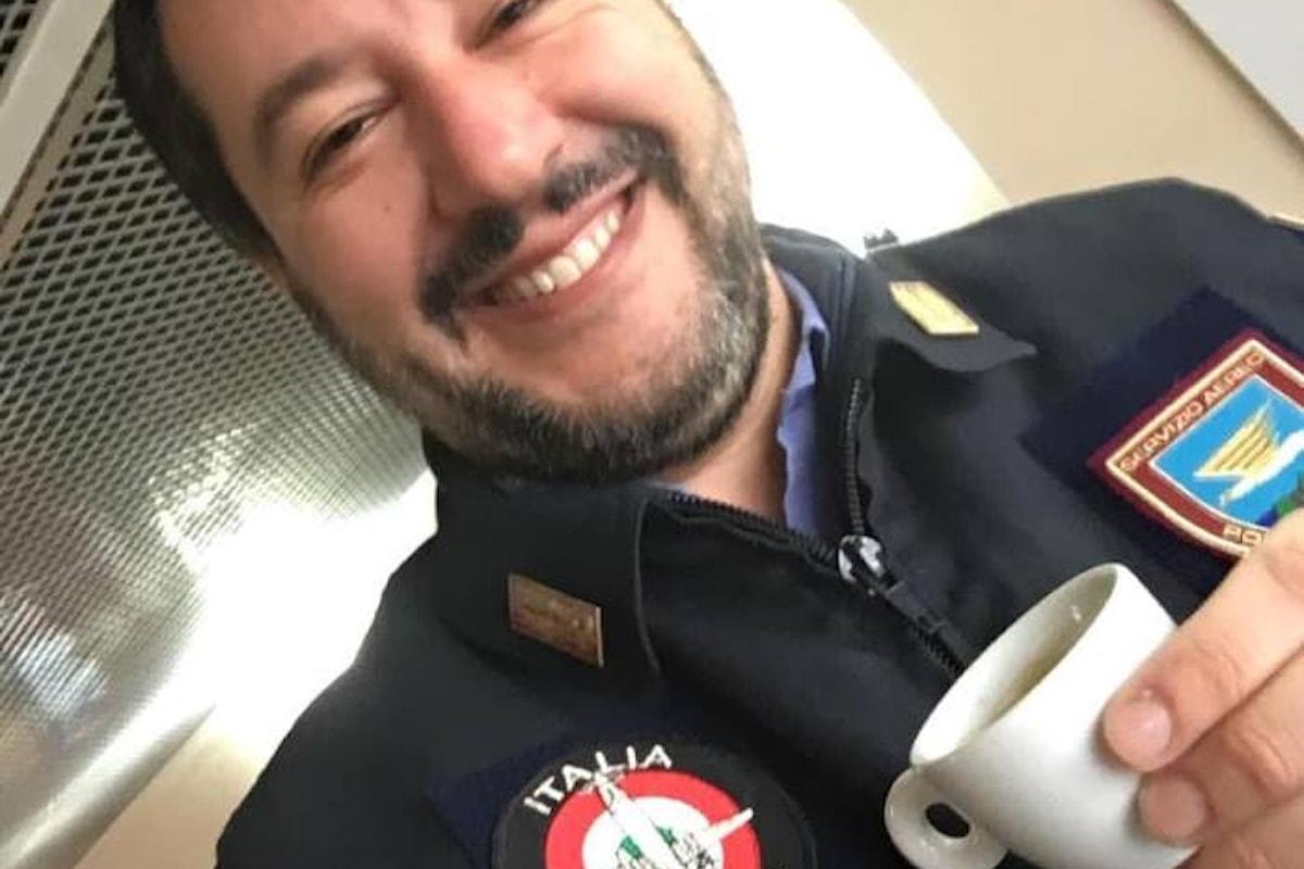 Guai a criticare l'informazione social a fasi alterne del ministro Salvini