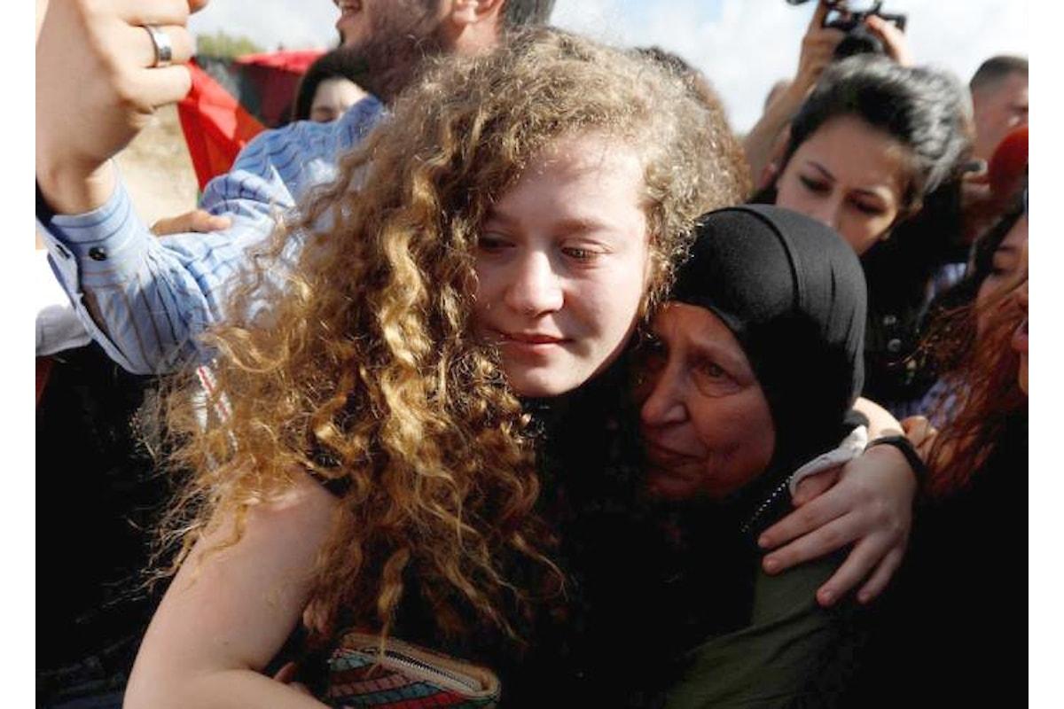 Ahed Tamimi, icona della protesta civile palestinese contro Israele, liberata dopo otto mesi di carcere