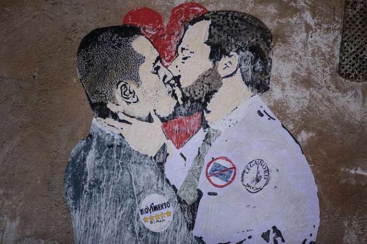Salvini e Di Maio ritratti di un bacio passionale: il murales