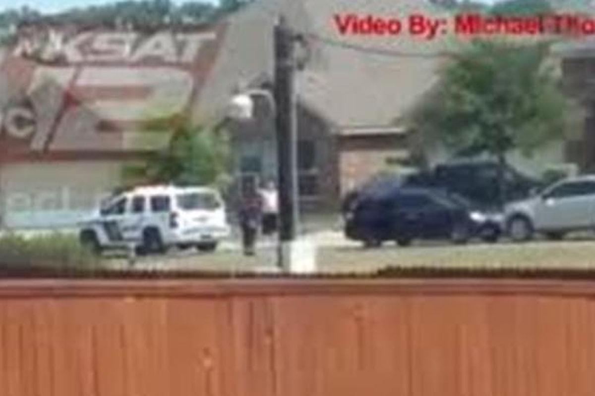 STATI UNITI - Uomo che si arrendeva ucciso dalla polizia (VIDEO)