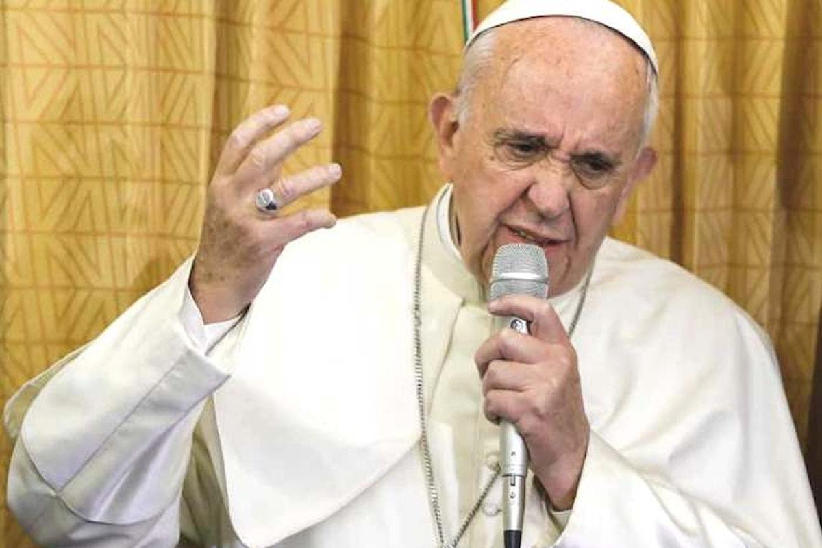 Papa Francesco su matrimonio, teoria del gender, omosessualità nel dialogo coi giornalisti al ritorno dalla Georgia