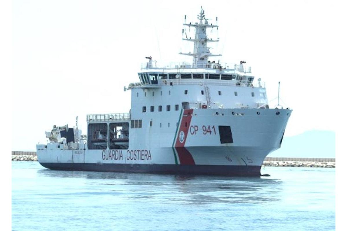 Salvini vuole impedire l'attracco in Italia ad una nave della nostra Guardia Costiera perché ha 170 migranti a bordo