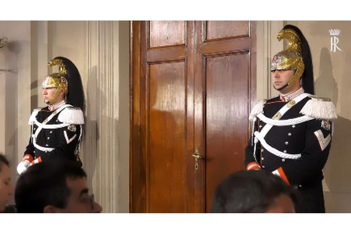 I contraenti Salvini e Di Maio davanti al notaio Mattarella