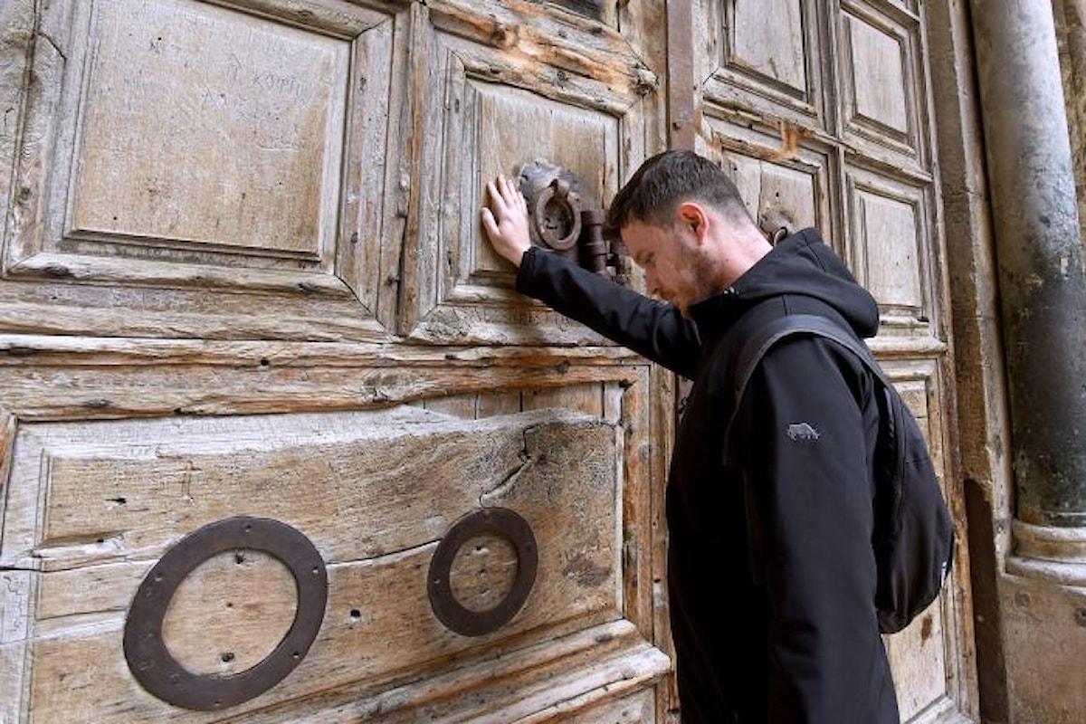 Riapre il Santo Sepolcro dopo la marcia indietro del Comune di Gerusalemme