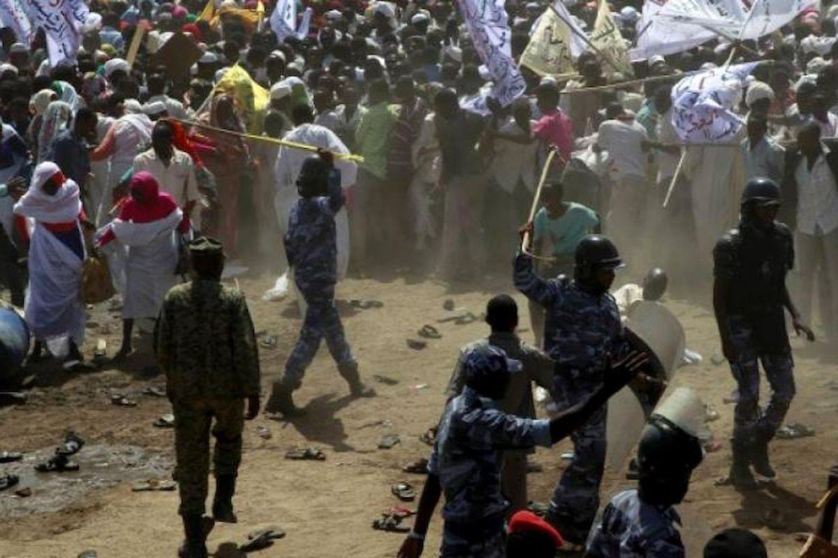 Proteste in Sudan, giovani chiedono cambio di regime