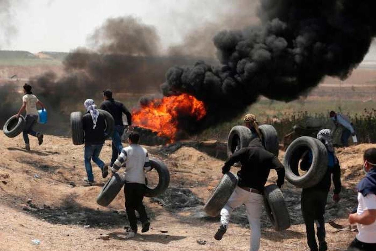 Riprendono le manifestazioni al confine di Gaza dopo le proteste del 30 marzo. Tra i palestinesi numerosi i morti e i feriti