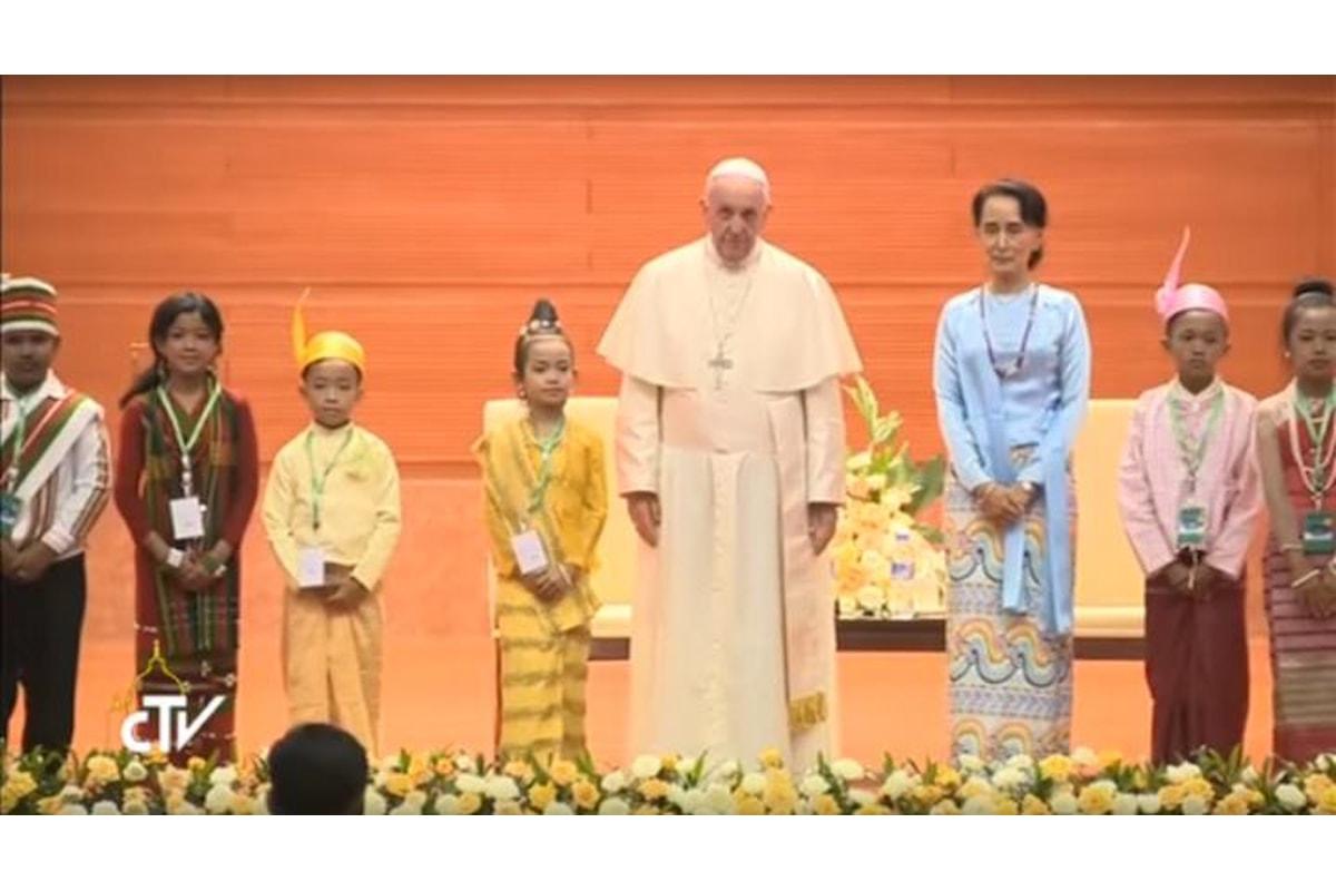 Francesco ad Aung San Suu Kyi: garantire il rispetto dei diritti per tutti coloro che vivono in Myanmar