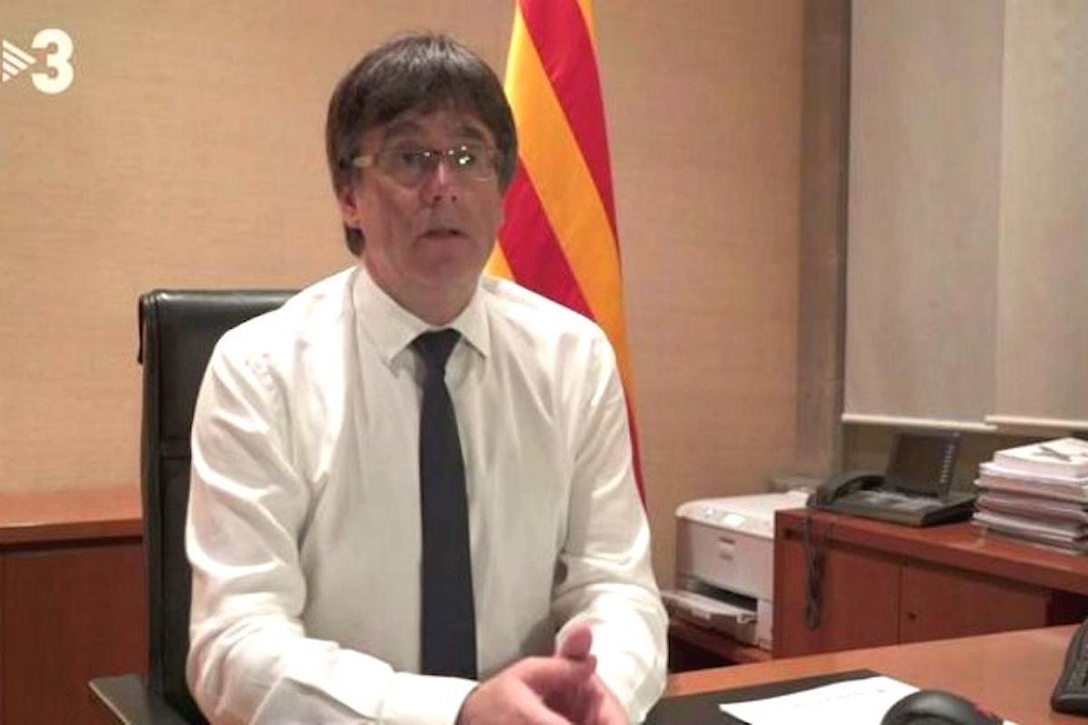 Puigdemont non bada ai numeri della piazza e continua a parlare di indipendenza, mentre Rajoy continua a negare qualsiasi dialogo con Barcellona