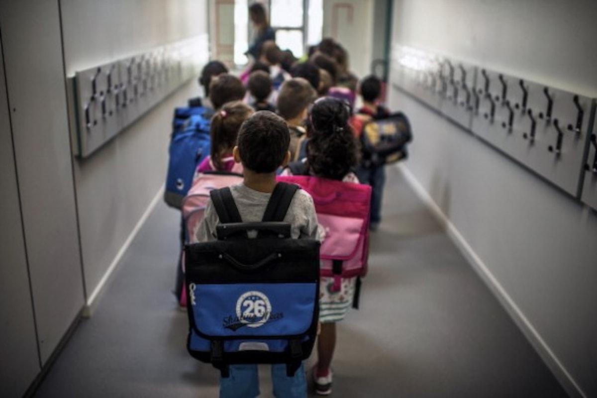 Zaini troppo pesanti, sempre più bambini a scuola carichi come muli