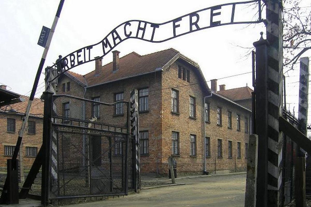 La Polonia approva in via (quasi) definitiva la legge che vieta di definire Auschwitz campo di sterminio polacco
