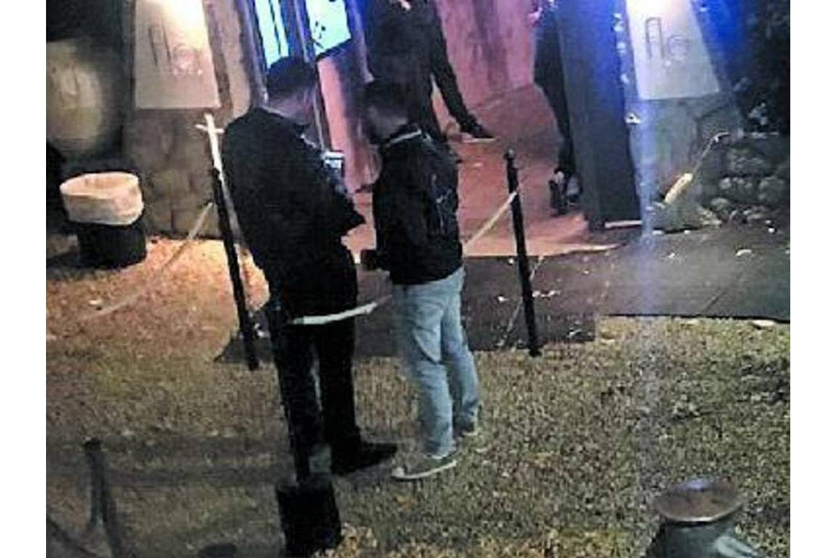 Salerno: ubriaco si schianta contro l'ingresso di un noto locale, 10 feriti