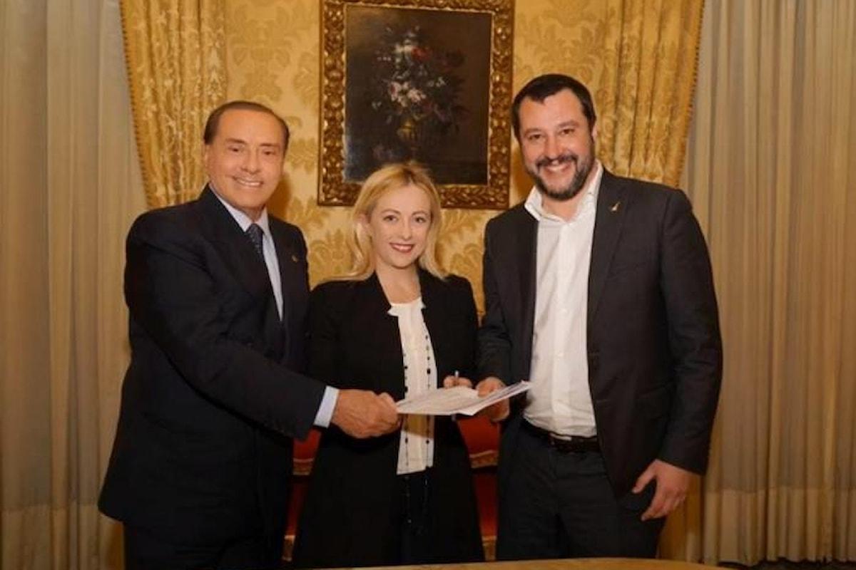 Berlusconi, Salvini e Meloni firmano il programma del centrodestra, ma quale sia ancora non è dato sapere