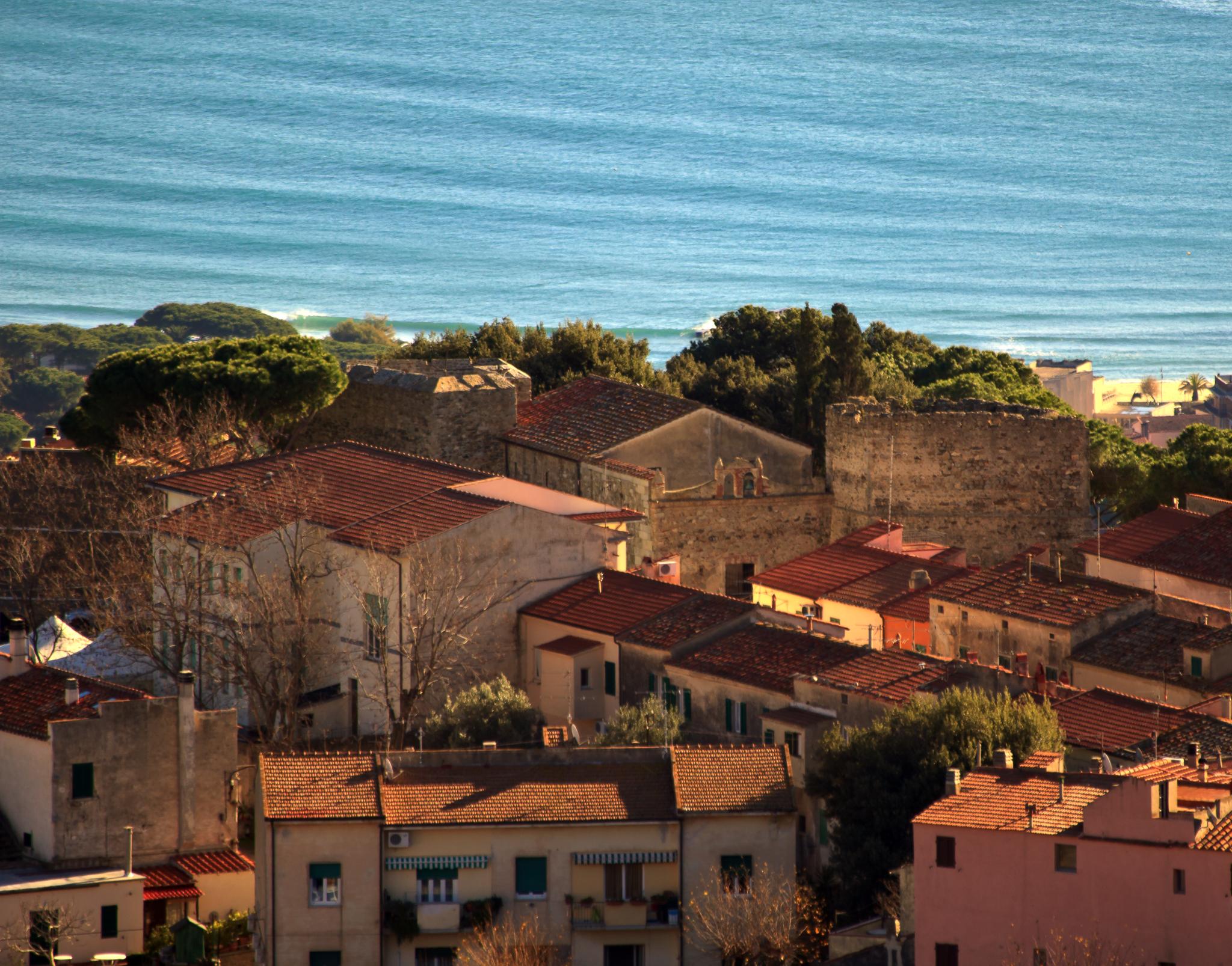 San Piero. Borgo famoso per le cave di granito ma anche per i caprili