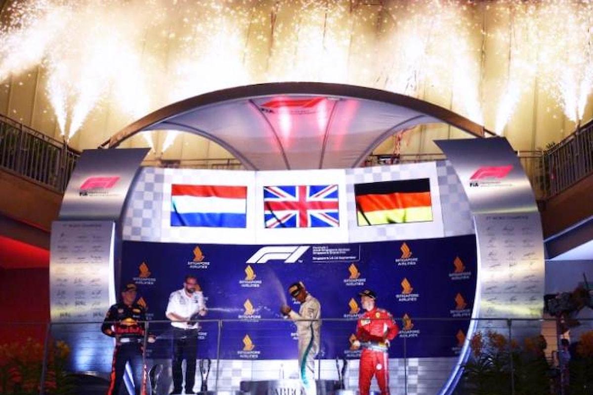 Formula 1, Hamilton vince a Singapore. Solo terzo Vettel