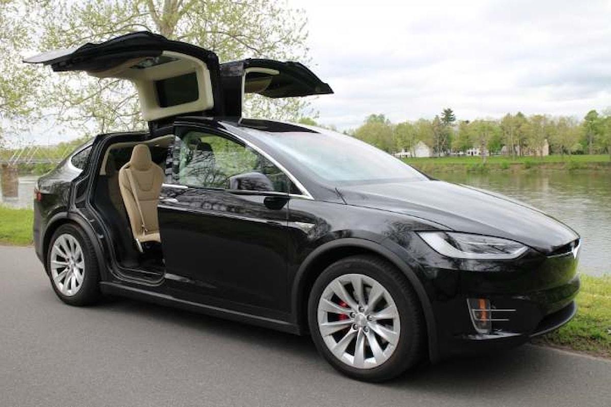 Tesla annuncia un trimestre record e promette di consegnare 50.000 auto a metà anno