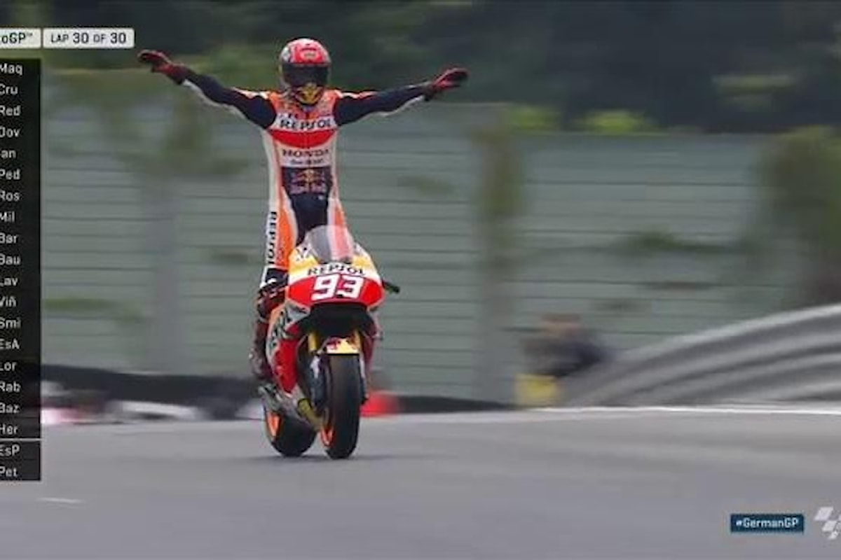 Marquez vince e stacca Rossi e Lorenzo in classifica