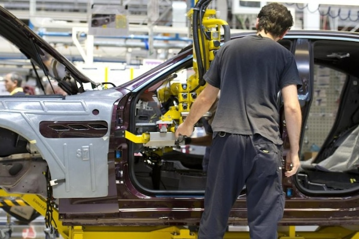 Economia italiana, anche Confindustria vede nero