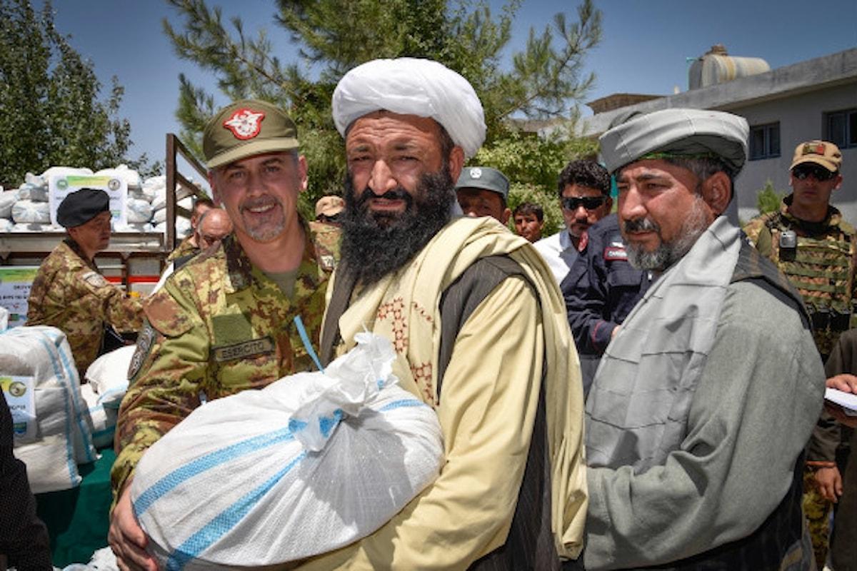 Afghanistan:militari italiani distribuiscono aiuti nei villaggi più poveri