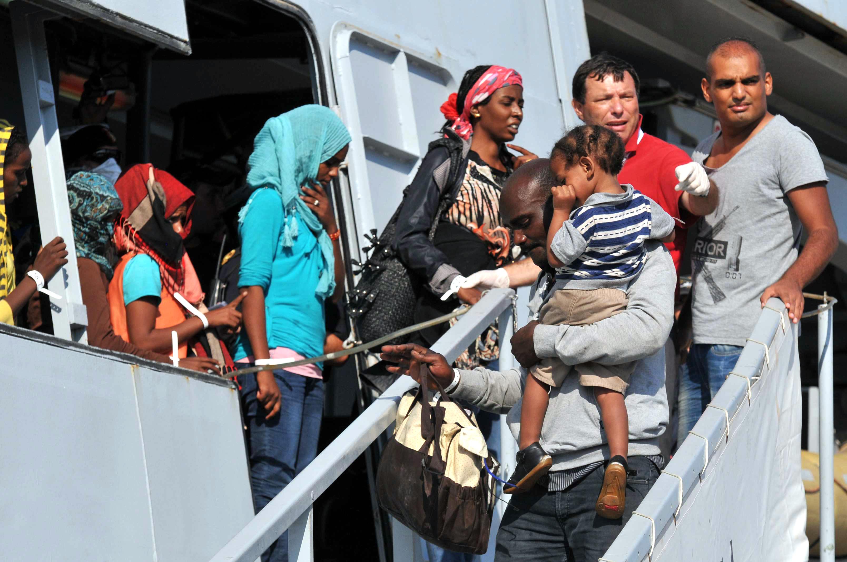 Immigrazione, salvataggio e accoglienza: teniamo i nervi saldi
